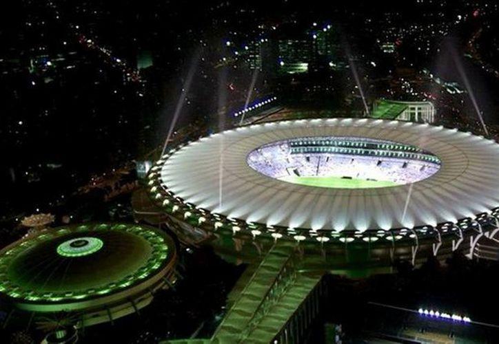 Para el Mundial en Brasil se requiere que al menos el 1% de los asientos de los estadios estén habilitados para minusválidos y obesos. (es.fifa.com)