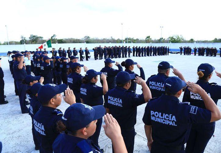 La presidenta de Solidaridad informó sobre las nuevas medidas durante el pase de lista de la Policía. (Redacción/SIPSE).
