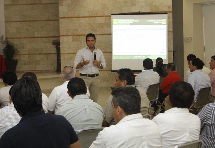 Empresarios de la construcción piden más inyección de recursos para obra publica. (Christian Ayala/SIPSE)