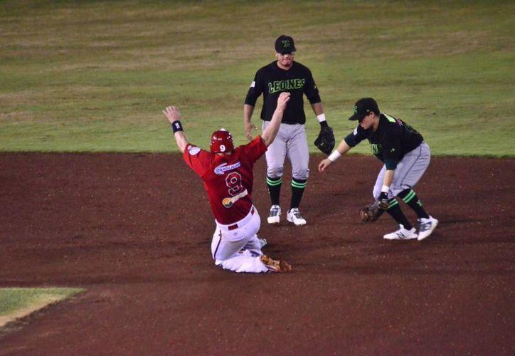 Leones completó su pase a semifinales de la Liga Mexicana de Beisbol al eliminar a Piratas de Campeche. (SIPSE)