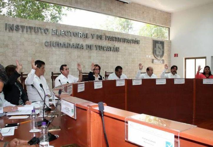El Iepac aprobó las listas de PAN, PRI, PRD, PT, PVEM y Movimiento Ciudadano, así como de Nueva Alianza, Morena, yEncuentro Social y Humanista, respecto a sus candidatos a diputados. (SIPSE)