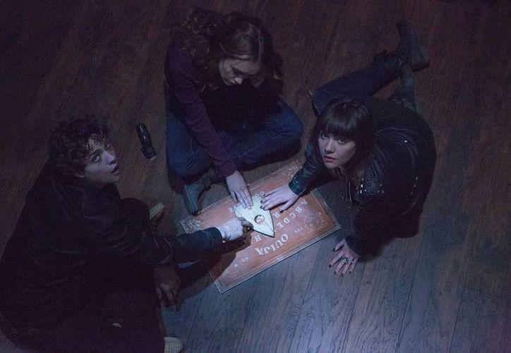 """'Ouija', una película de terror programada para estrenarse en Halloween, atrajo más espectadores al cine que el thriller """"John Wick"""". (AP)"""
