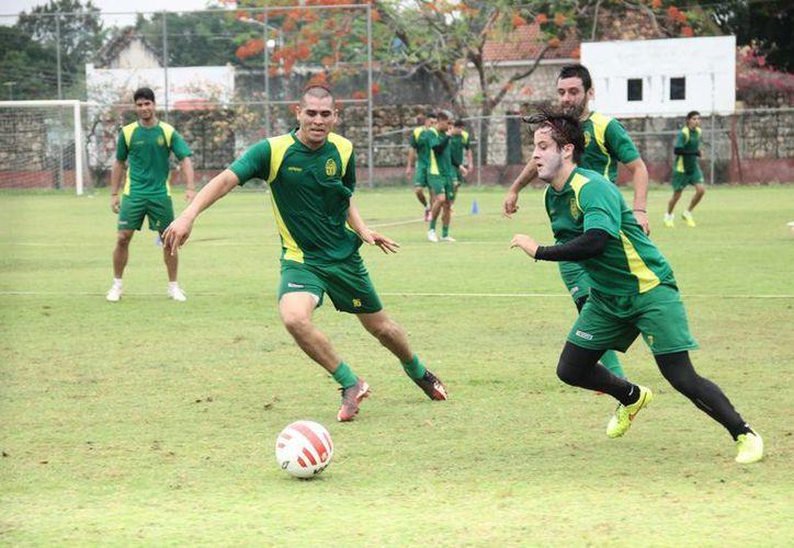 Imagen del entrenamiento que realizaron los integrantes de Venados en la Unidad Deportiva Tamanché, con rumbo a la al Torneo Apertura 2015 del Ascenso MX. (Jorge Acosta/SIPSE)