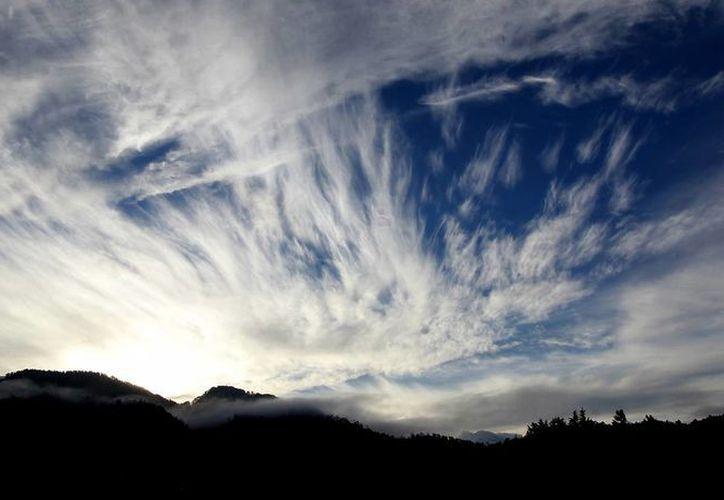 Cuando una persona mira figuras extrañas en las nubes, como ángeles o cruces, se dice que ocurre una 'ideoplastia'. (Imagen de referencia/Notimex)