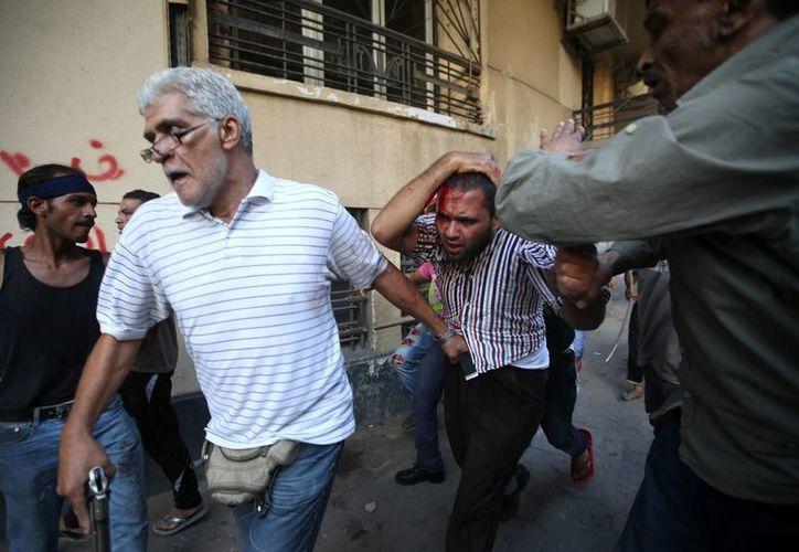 El enfrentamiento fatal se dio cerca de un campamento de partidarios de Morsi. (Agencias)