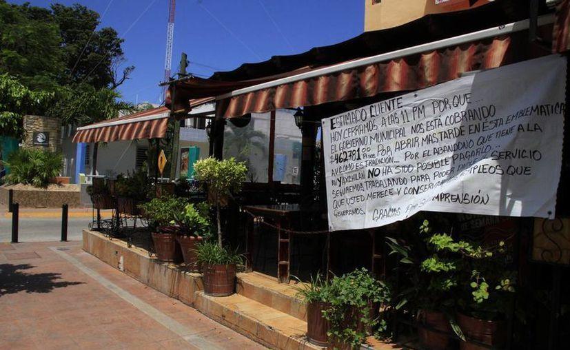 El negocio cierra a las 11 de la noche para evitar la clausura. (Tomás Álvarez/SIPSE)
