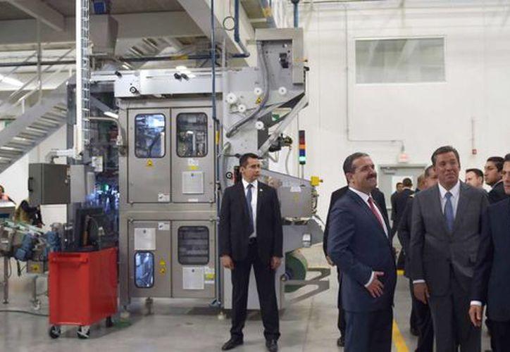 El Presidente Enrique Peña Nieto visitó las instalaciones de la planta de Nestlé Purina en el estado de Guanajuato. (Presidencia)