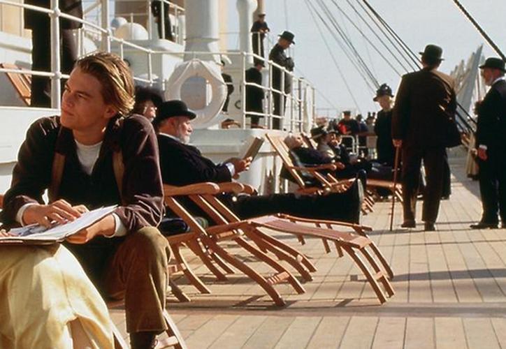 La teoría indica que Jack tenía la misión de salvar a Rose para evitar que se suicidara y que este hecho no interfiriera en el choque de la embarcación con el iceberg. (Escena de la película Titanic)