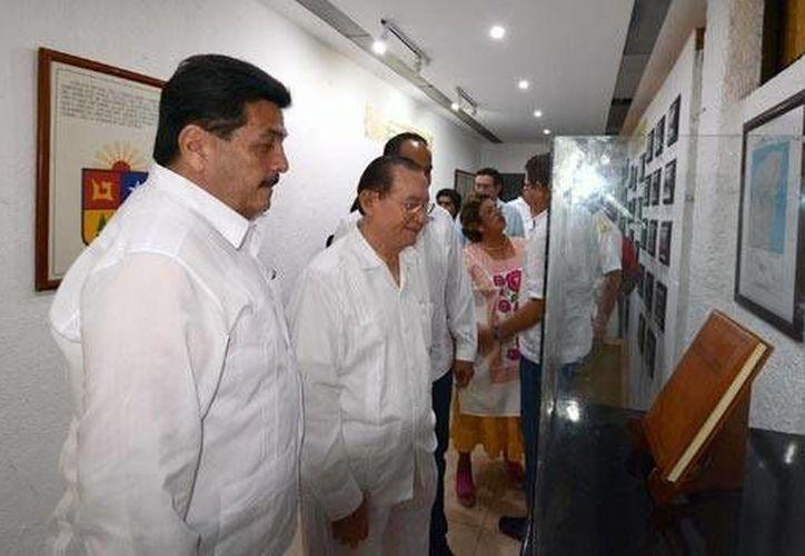 La edición original de la Constitución Política de Quintana Roo, es parte de los documentos históricos que se exhiben en la muestra. (Cortesía)