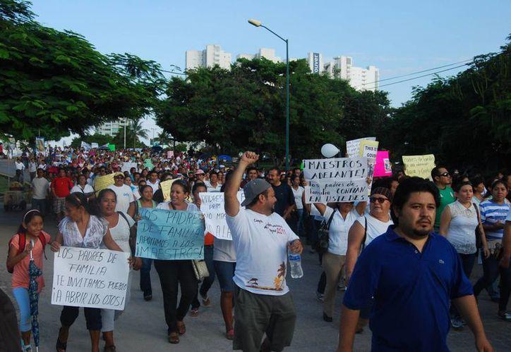 La primera marcha de los maestros fue en abril del 2013. (Redacción/SIPSE)