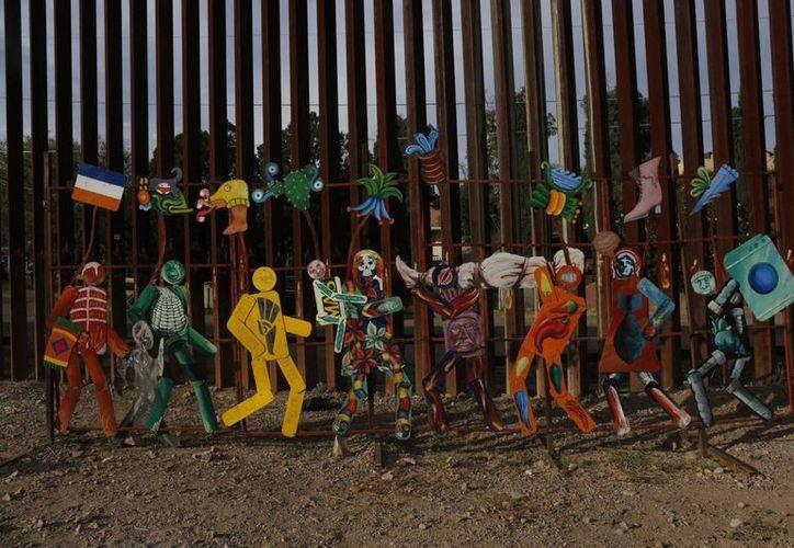 La valla que divide Nogales, Sonora y Nogales, Arizona fue construida en 2007 con una cuadrilla de trabajadores que laboró día y noche para terminar el muro. (El País/ Ángel Plascencia)