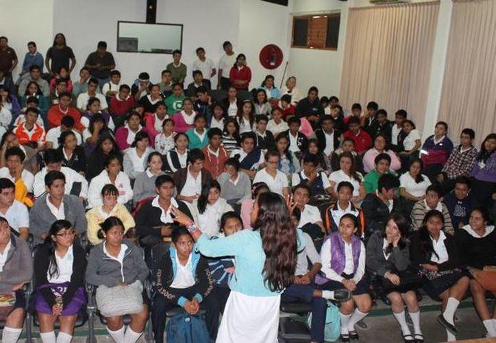 Las conferencias impactaron a alumnos del CBTIS y del Colegio Bachilleres. (Cortesía/SIPSE)