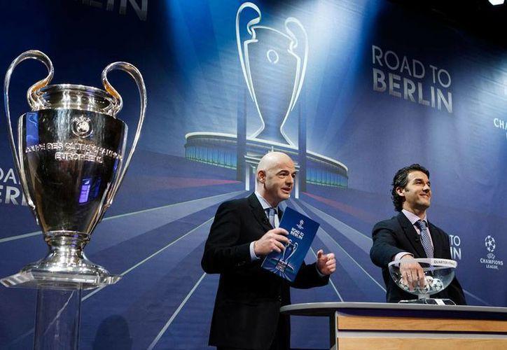 Este viernes se realizó el sorteo para definir los partidos de cuartos de final de la Champions League 2015. (AP)