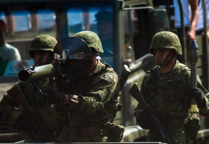 Los mil militares trasladados a Apatzingán se sumarán a las labores de contención, vigilancia y patrullaje. (Notimex/Foto de archivo)