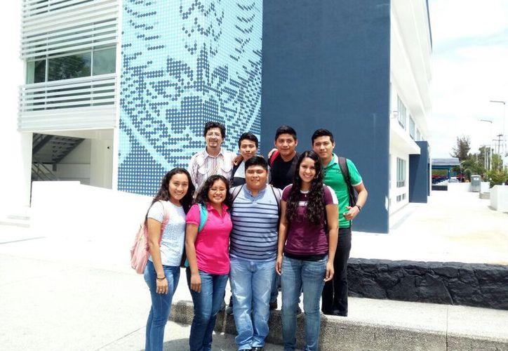 El principal propósito es fomentar el interés de los estudiantes de las licenciaturas para la actividad científica. (Jesús Caamal/SIPSE)