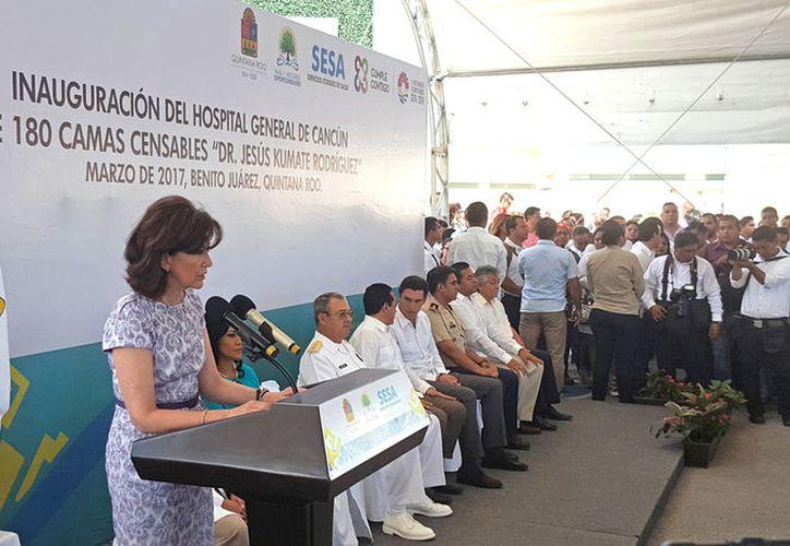 Inauguración del nuevo nosocomio por parte de las autoridades. (Jesús Tijerina/SIPSE)