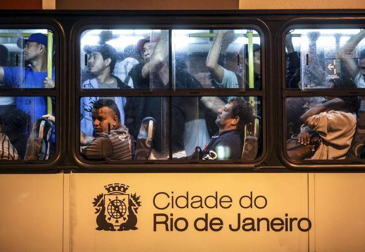 La mayoría de los seis millones de habitantes de Río de Janeiro depende de los autobuses para llegar al trabajo. (EFE)