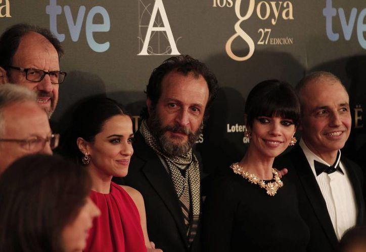 Giménez Cacho (centro) durante su arribo a la gala de los premios Goya en España. (Notimex/Archivo)
