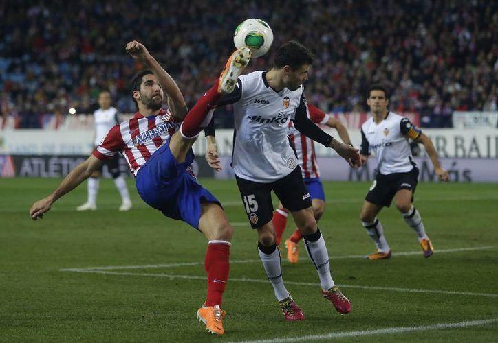 Un sufrido triunfo sobre Valencia fue el que consiguió la tarde del martes el Atlético de Madrid en el estadio Vicente Calderón. (Agencias)