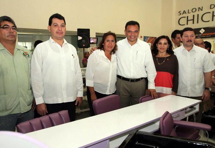 Beneficiarios recibieron mobiliario para equipar sus negocios. (SIPSE)