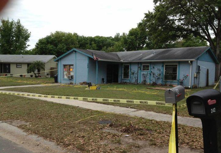 Las autoridades de Florida tratan de rescatar a un hombre. (EFE)