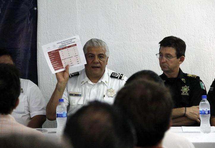 El comisario de la Policía Federal en Yucatán, Hugo Tinoco, al dar a conocer ayer el operativo vacacional. (SIPSE)