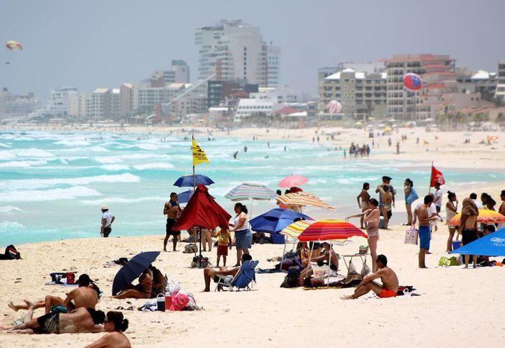 Son seis millones 500 mil turistas los que llegaron por avión a México en el primer semestre de 2013. (Notimex)