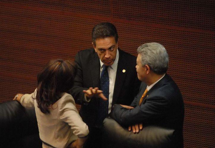 Omar Fayad, durante una sesión en la Cámara de Senadores. (Archivo Notimex)
