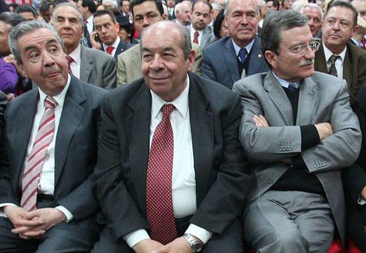 Gustavo Carvajal (c), exlíder nacional del PRI, falleció a consecuencia de un padecimiento crónico. (Foto: Germán Canseco/Proceso)