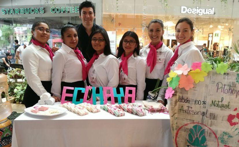 La exposición de proyectos se llevó a cabo en la plaza Quinta Alegría. (Octavio Martínez/SIPSE)