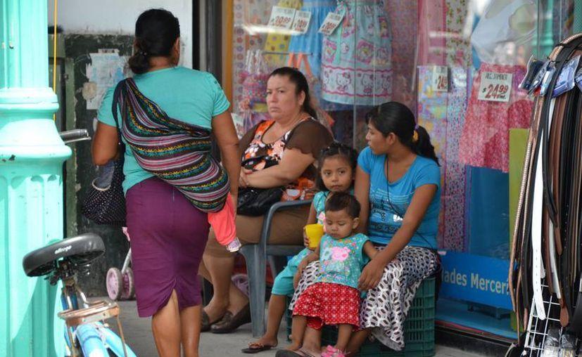 La capacitación es con la finalidad de que las mujeres tengan un ingreso para sostener a sus hijos. (Gerardo Amaro/SIPSE)