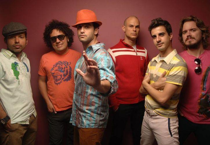 La banda de rock venezolana, Los Amigos Invisibles es el 'plato fuerte' del Festival Sol Travesía Arcadia, en Puerto Morelos. (Cortesía)