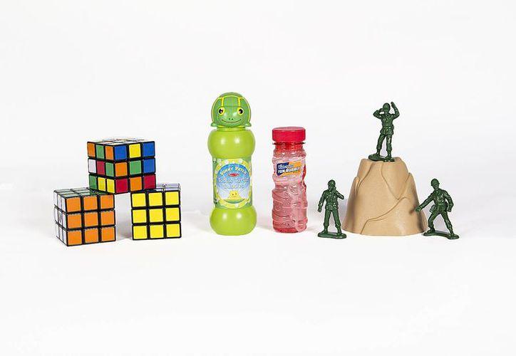Entre los aspirantes de este año para ingresar al Salón de la Fama del Juguete Nacional en EU están los soldaditos, los aviones de papel, ollas y cacerolas, juguetes para hacer burbujas, muñecas de My Little Pony, y el cubo de Rubik. (Foto: AP)