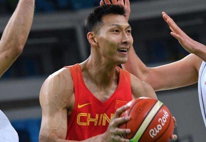 Yi Jianlian, jugador de basquetbol olímpico de China, jugará ahora con Lakers en la NBA. (rpctv.com)