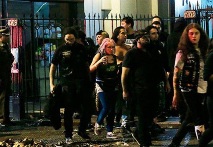 Derrumbe en una discoteca durante un concierto de música punk en Chile. (vianoticias.com.ar)