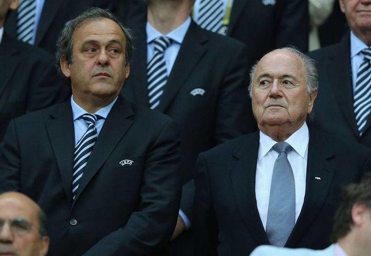 En junio pasado, el exfutbolista francés, retiró su apoyo a Blatter. (Foto: Agencias)