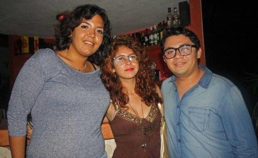 Andrés Vargas Güémez, autor intelectual del secuestro, con unas amigas. (SIPSE)