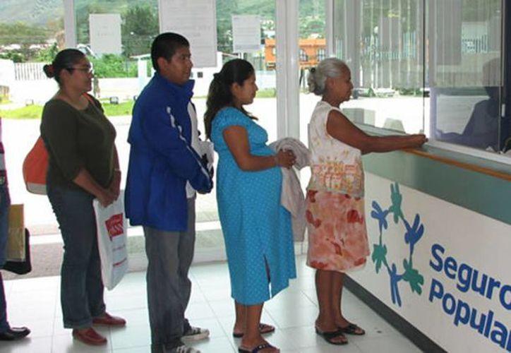 Por cada paciente que se registre en el sistema del Seguro Popular, la Federación deposita a los estados dos mil 900 pesos. (e-saludjalisco.org)