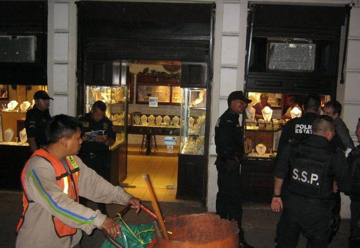El asalto a la joyería 'Colonial', en el centro de Mérida, ocurrió la noche del martes 11 de marzo. (Emmanuel Palomo/SIPSE)
