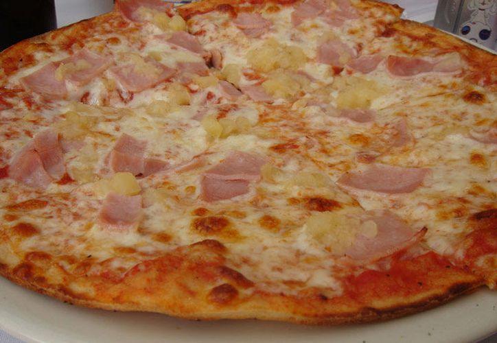 El inventor de la pizza hawaiana, Sam Panopoulos, murió hoy a los 83 años. (Excelsior)