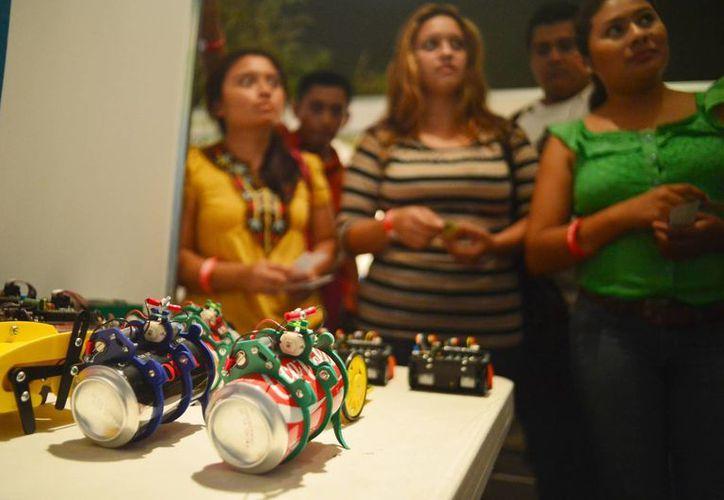 """Imagen de algunos productos que se exhiben en la Expo Emprendedor en el Centro de Convenciones """"Siglo XXI"""". (Milenio Novedades)"""