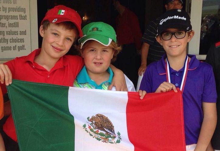 Manuel Barbachano (c) es sexto lugar en la categoría de 9 años en el torneo Holiday Classic 2013, que se desarrolla en Florida. (Milenio Novedades)