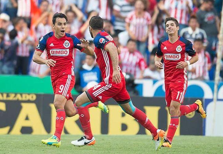 Con esta victoria, el Guadalajara aspira a la liguilla mientras que Puebla suma seis duelos sin conseguir la victoria. (Mexsport)