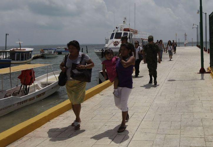 Isla Mujeres recibió 106 mil 093 pasajeros marítimos durante octubre pasado. (Cortesía/SIPSE)