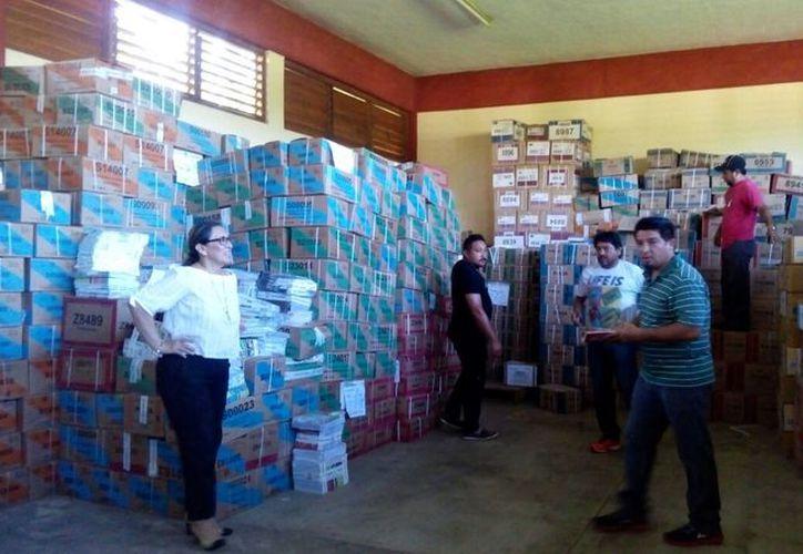 La distribución del material dio inicio el pasado 3 de julio y concluirá el 18 de agosto. (Jesús Caamal/ SIPSE)