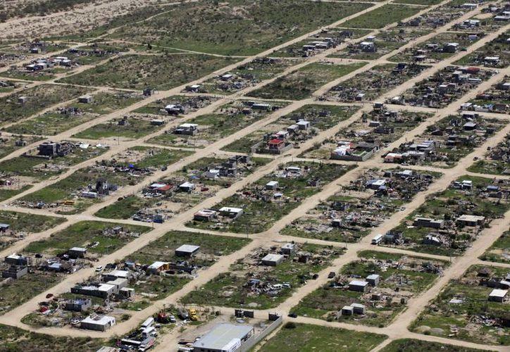En esta toma aérea se observan los daños materiales en Cabo San Lucas a consecuencia del huracán Odile. (Notimex)