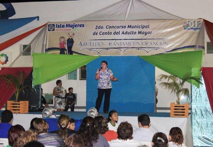 """Presentación del programa """"Abuelito, cántame una canción"""". (Cortesía/SIPSE)"""