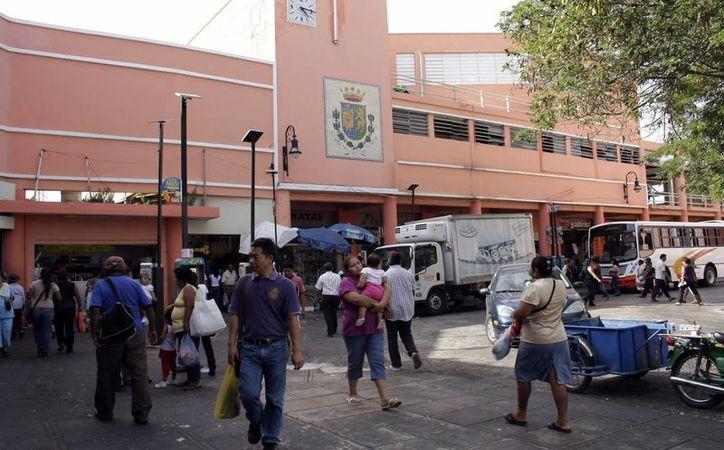 Los Mercado Lucas de Gálvez (imagen) y San Benito son los puntos críticos del Centro Histórico de Mérida donde más contaminación por ruido se registra. (Milenio Novedades)