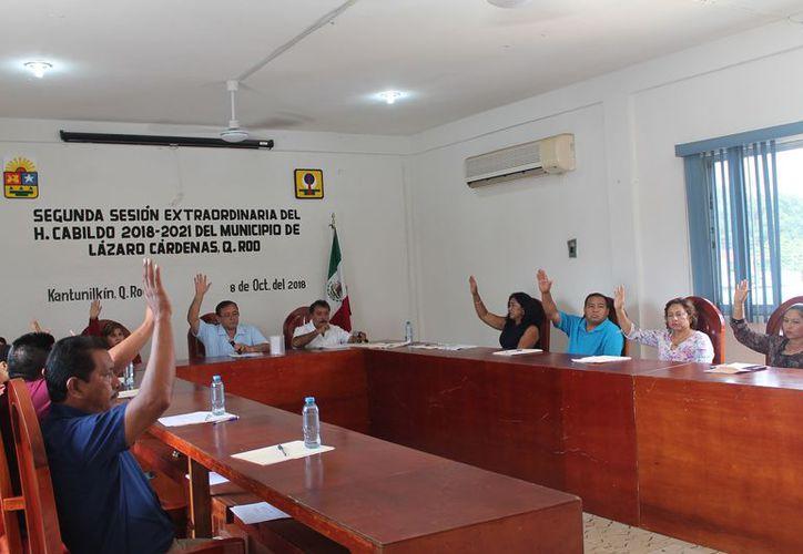 La aprobación fue en sesión extraordinaria que encabezó el alcalde Josué Nivardo Mena Villanueva. (Raúl Balam/SIPSE)