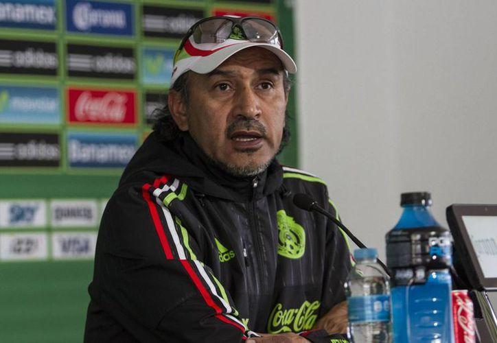 El grupo dirigido por Raúl 'El Potro' Gutiérrez formará parte del Grupo B, donde competirá a lado de: Uruguay, Trinidad & Tobago y Paraguay, en la imagen se observa a Gutiérrez en la conferencia de prensa donde revelo el plantel. (Notimex)